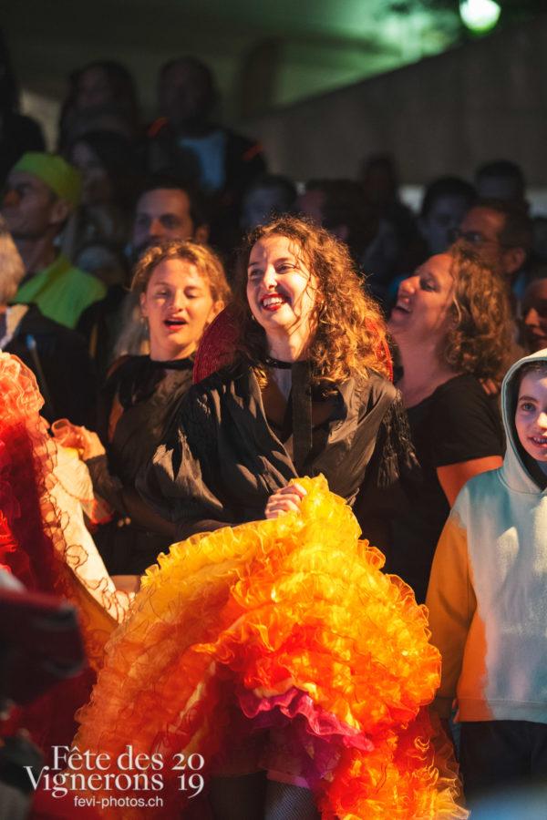 Les Vendangeurs Masqués - FAR 2019 - Effeuilleuses, Festival des artistes de rue, Ville en Fête, Photographies de la Fête des Vignerons 2019.