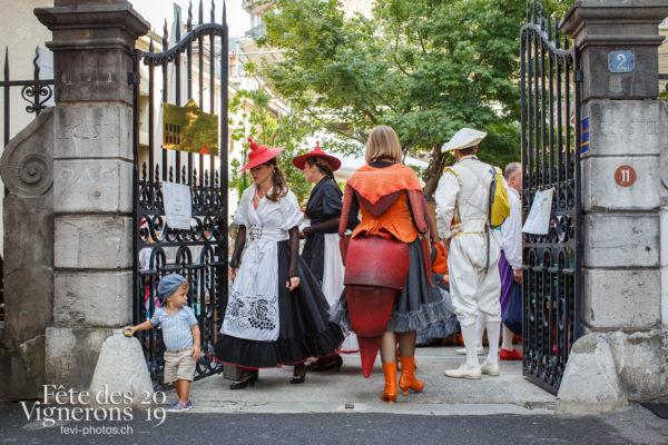 Ambiance en ville - Ambiance, Effeuilleuses, Fourmis, Oriflammes, Rue, Photographies de la Fête des Vignerons 2019.