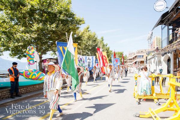 Journée cantonale, District Riviera Pays d'En Haut - Cortège, District Riviera Pays d'En Haut, Journées cantonales, Porteurs drapeaux, Un jour au Paradis, Photographies de la Fête des Vignerons 2019.