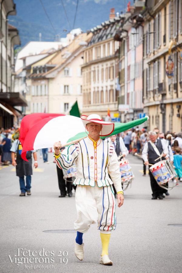 Journée cantonale, Neuchâtel - Cortège, journee-cantonale-neuchatel, Journées cantonales, Neuchâtel, Porteurs drapeaux, Photographies de la Fête des Vignerons 2019.