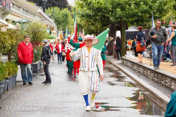 Journée cantonale, Neuchâtel - Défilé, journee-cantonale-neuchatel, Journées cantonales, Neuchâtel, Porteurs drapeaux, Photographies de la Fête des Vignerons 2019.