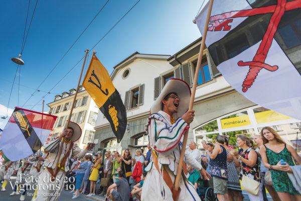 Cortège de la Confrérie - Cortège, Cortèges Confrérie, Porteurs drapeaux, Ville en Fête, Photographies de la Fête des Vignerons 2019.