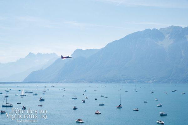 Show aérien de la Patrouille suisse et d'un avion Swiss